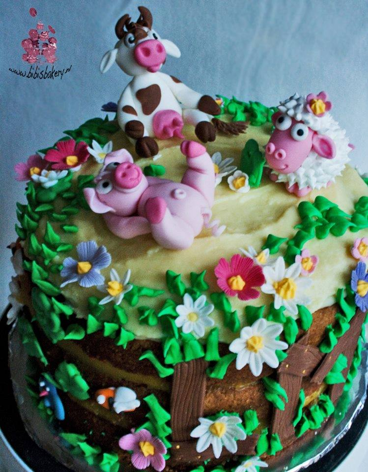 A Cow, Pig & a Sheep Lying in the Field - Farm Themed Cake